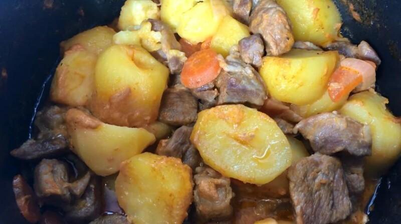 Простой и вкусный рецепт свинины с картошкой в мультиварке