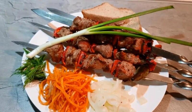 Простой рецепт маринада для шашлыка из свинины с уксусом и луком на 2 кг мяса