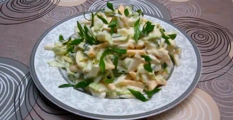 Простой салат с пекинской капустой и кальмарами — идеальный салат с морепродуктами