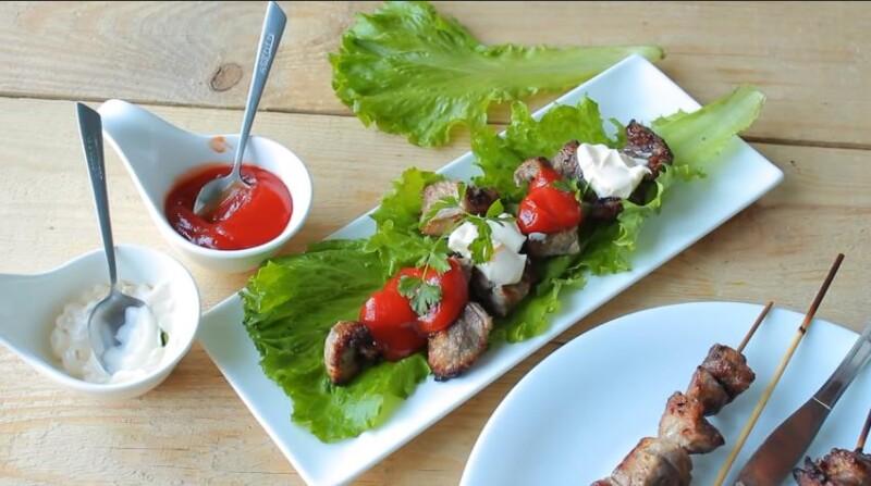 Рецепт шашлыка из свинины в духовке на шпажках