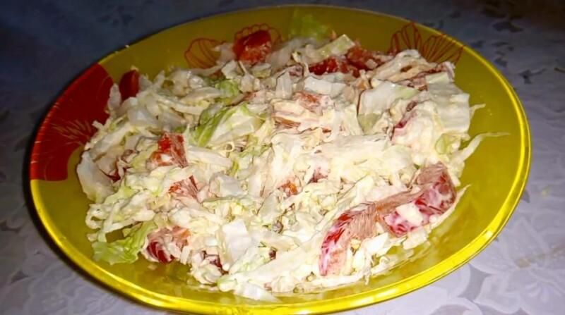 Салат с пекинской капустой, сыром и болгарским перцем