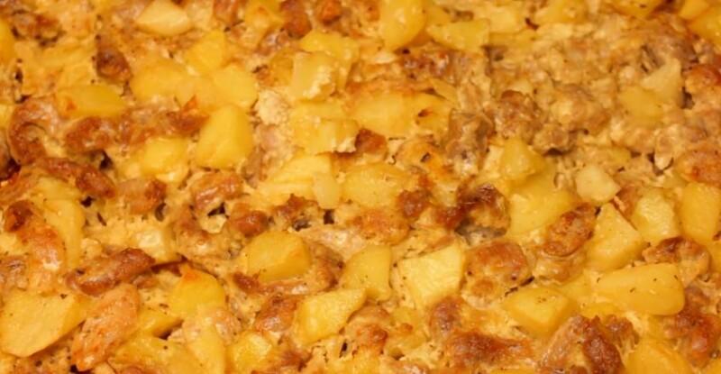 Свинина с картошкой и луком в духовке на противне