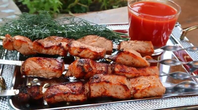 Вкусный маринад для самого сочного шашлыка из свинины на мангале