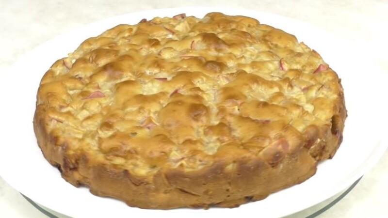 Заливной пирог с яблоками на кефире — самый простой и быстрый рецепт
