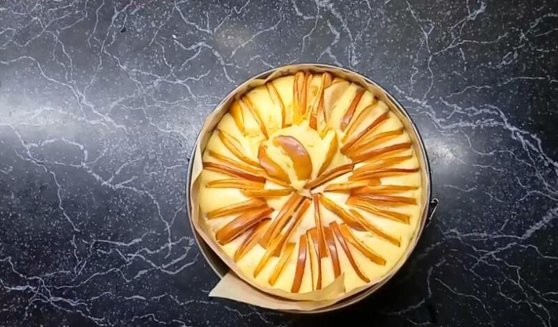 готовая творожно-яблочная запеканка