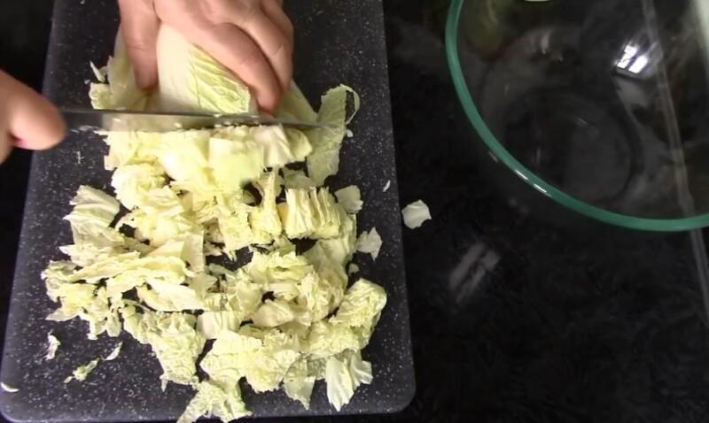 нарезаем капусту лентами