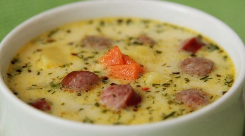 Гороховый суп с копченой колбасой и плавленным сыром