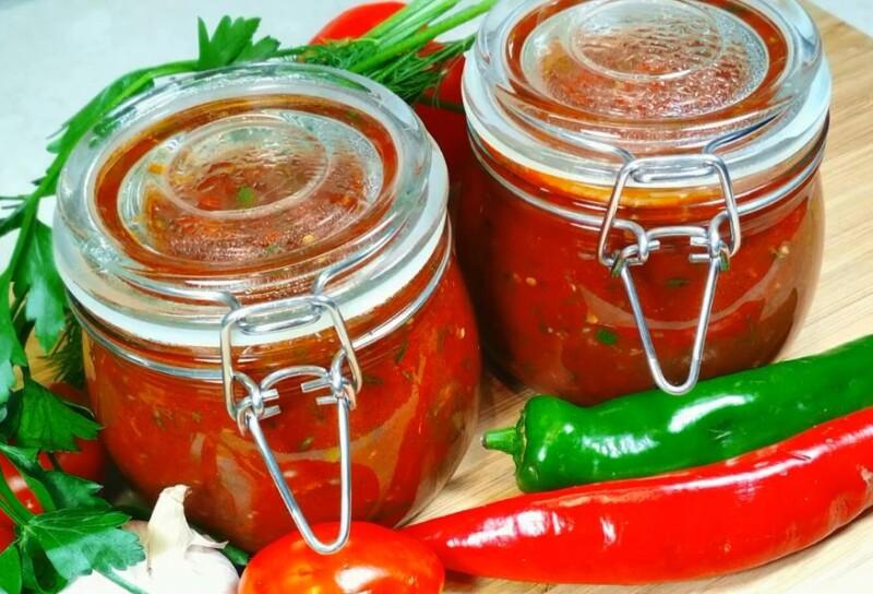 Рецепт аджики на зиму из кабачков с томатной пастой и болгарским перцем