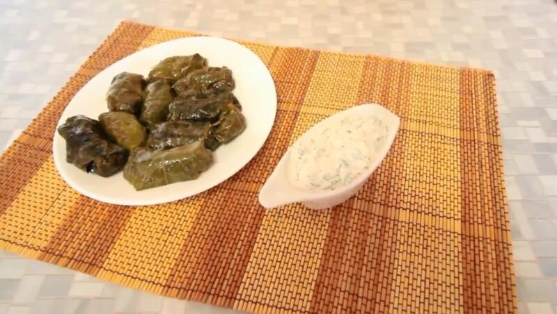 Соус для долмы из сметаны с чесноком и зеленью — самый вкусный рецепт
