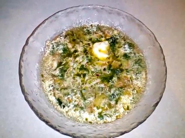 Сытный суп из свежей крапивы с тушенкой и яйцом — получается наваристый и вкусный