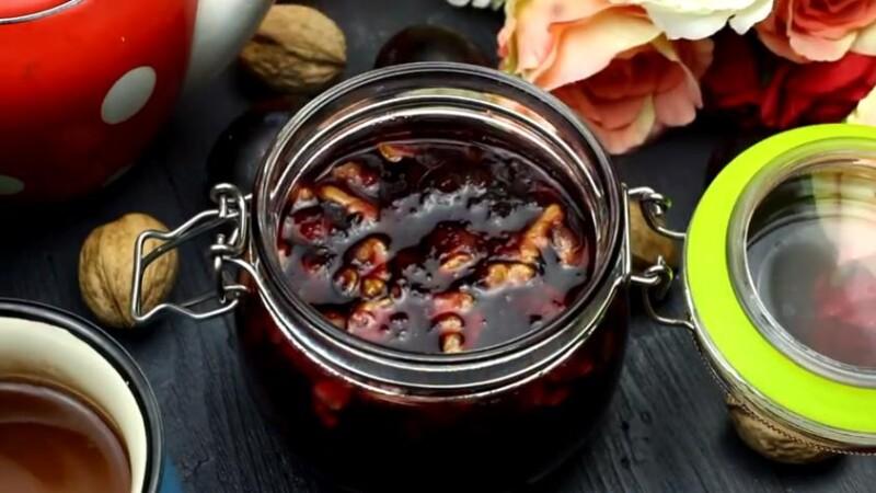 Быстрый рецепт варенья из сливы на зиму с грецкими орехами