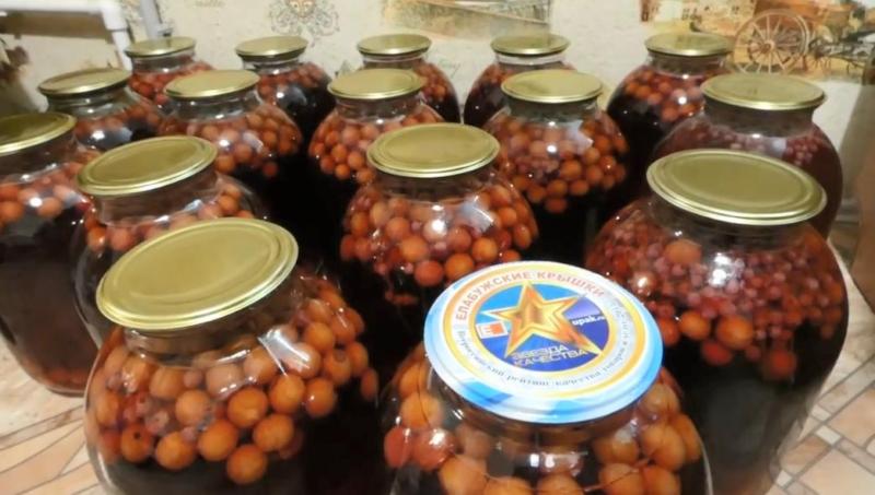 Компот из вишни со смородиной на зиму (рецепт на 3 литровую банку)