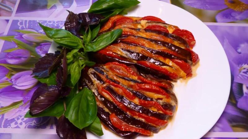 Лучшие баклажаны веером запеченные в духовке с помидорами и сыром