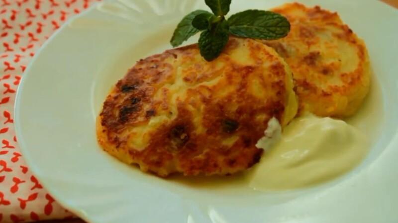 Пошаговый рецепт сырников с изюмом из творога — пышные как в садике