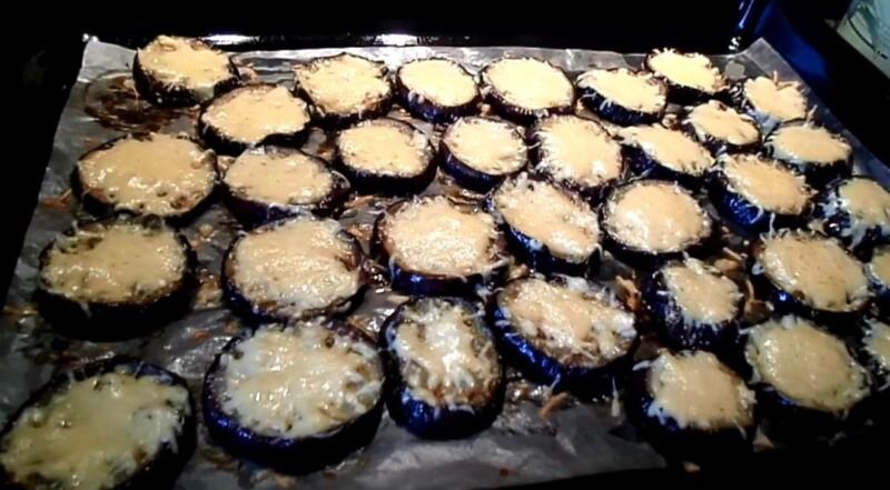 Рецепт баклажан запеченных в духовке с сыром и чесноком