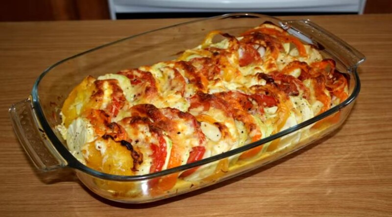 Запеченные кабачки в духовке с помидорами, сыром и чесноком