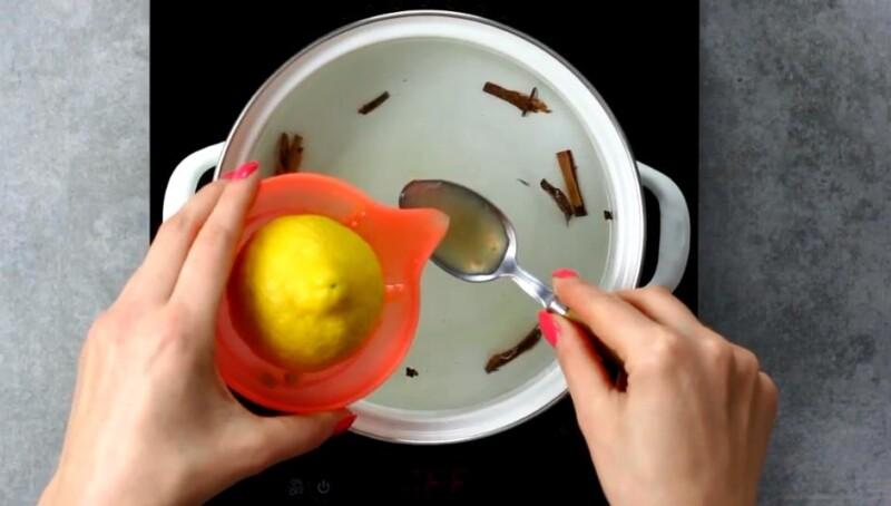 влить лимонный сок