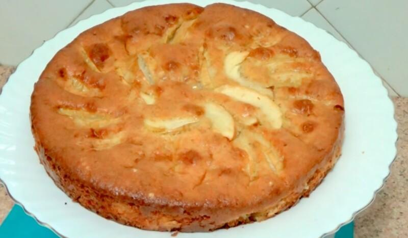 Яблочный пирог, который тает во рту — вкуснее чем шарлотка, а готовить легче