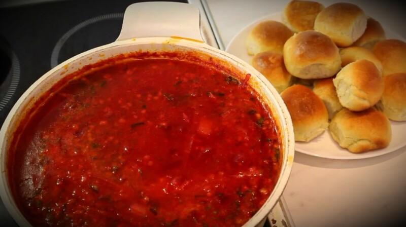 Рецепт украинского борща с пампушками, салом и чесноком