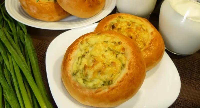 Русская ватрушка с мятым картофелем и творогом в духовке