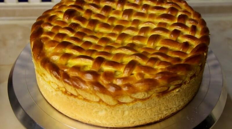 Воздушный пирог с яблоками из дрожжевого теста в духовке (пошаговый рецепт)