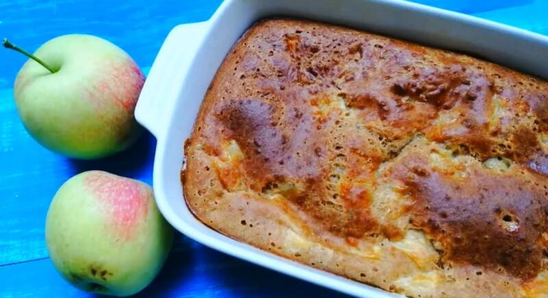 Заливной пирог с яблоками на кефире в духовке (пошаговый фото-рецепт)