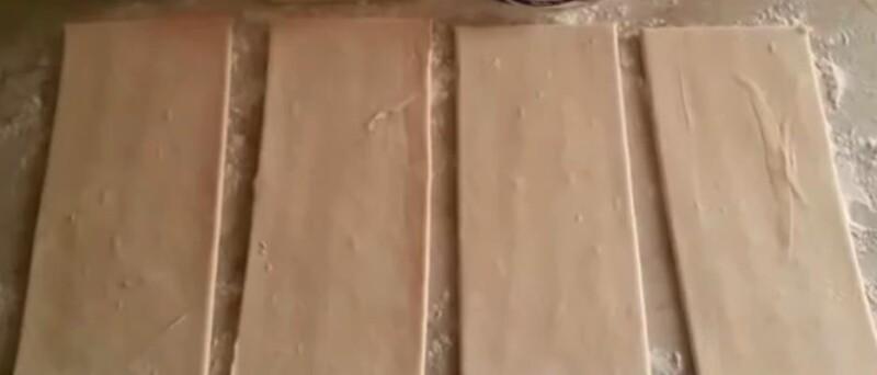 раскладываем тесто