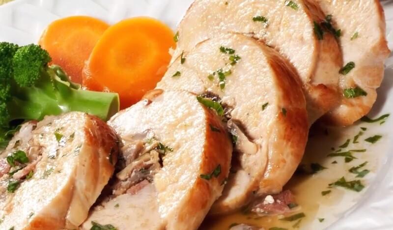 Куриные рулетики с начинкой в духовке — простые и вкусные рецепты рулетов из курицы