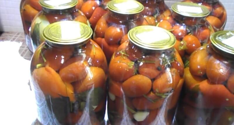 Ну, очень вкусные маринованные помидоры с луком на 3-х литровую банку