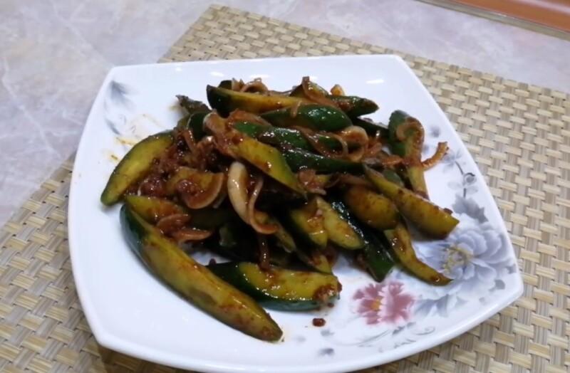 Огурцы по-корейски с кунжутом и соевым соусом — быстро, вкусно и покоряет сразу