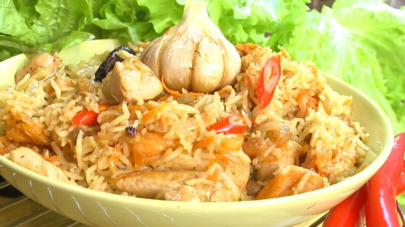 Простой рецепт вкусного и рассыпчатого плова с курицей и сухофруктами