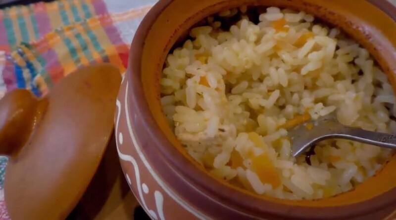 Рецепт плова в духовке с курицей в горшочках