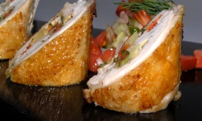 Рулетики из куриного филе с овощной начинкой в духовке