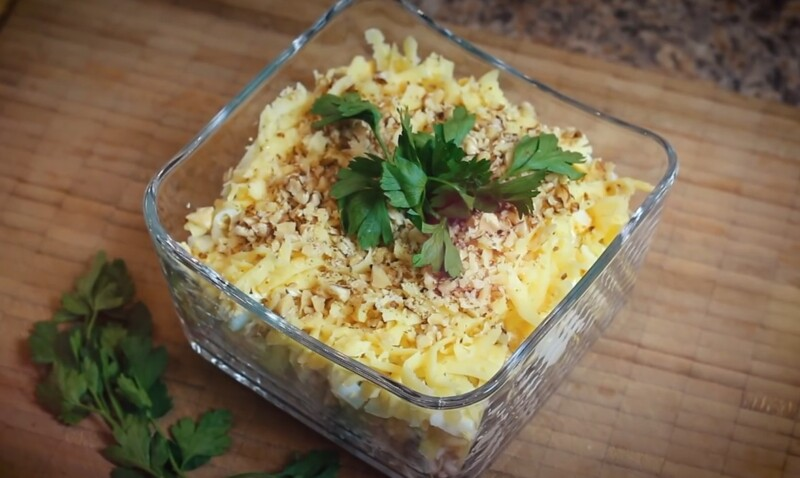 ПП салат с куриной грудкой и йогуртовой заправкой — легкий и диетический рецепт