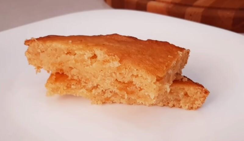 Бисквитный пирог с вареньем в духовке — простой рецепт