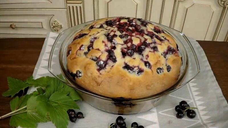 Быстрый пирог на сыворотке с вареньем в духовке