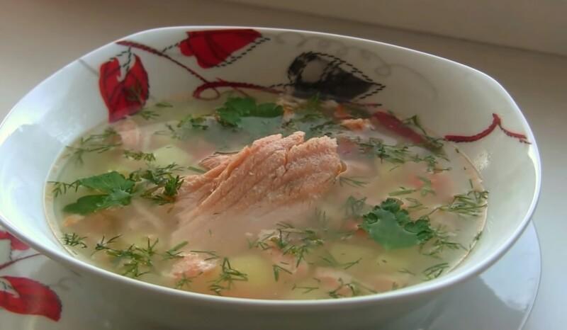 Быстрый суп из хребтов лосося с перловкой