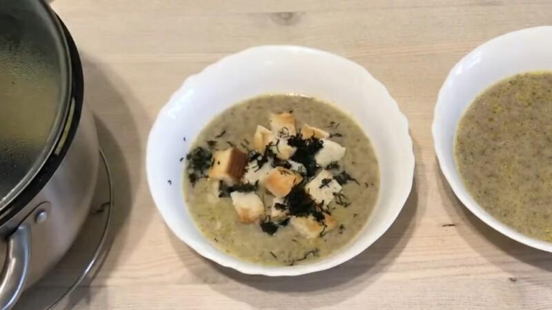 Грибной крем-суп из шампиньонов со сливками и гренками как в «Шоколаднице»