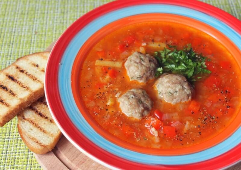 Суп с рыбными фрикадельками в томатном соусе