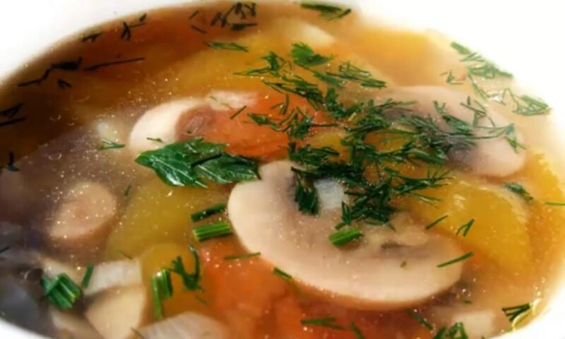 Сытный грибной суп с лисичками и рисом