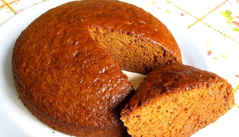 Вкусный пирог с малиновым вареньем на кефире на скорую руку
