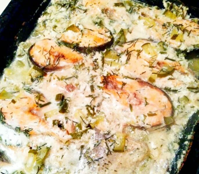 Запеченная горбуша в фольге в духовке в сметанном соусе