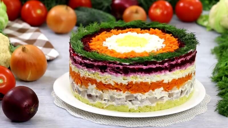 Новогодний салат 2021 «Селедка под шубой» с последовательностью слоев
