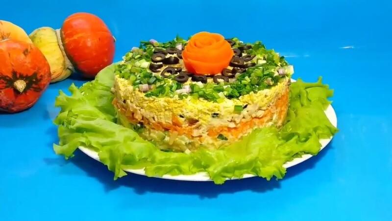 Новый и интересный салат Оливье на Новый год 2021 — сметут со стола первым