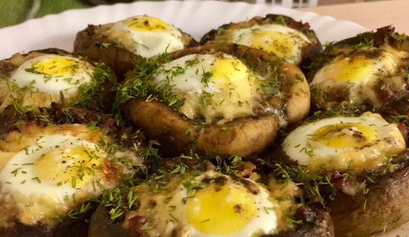 Простой рецепт запеченных фаршированных шампиньонов с сыром и яйцом
