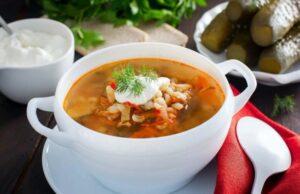 Рассольник с перловкой и солеными огурцами — 15 вкусных рецептов