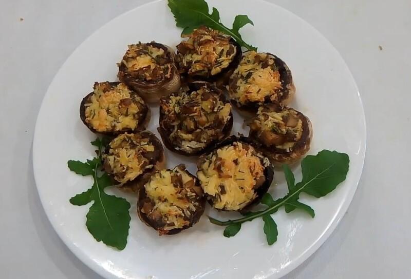 Рецепт фаршированных шампиньонов, запеченных в духовке с плавленым сыром