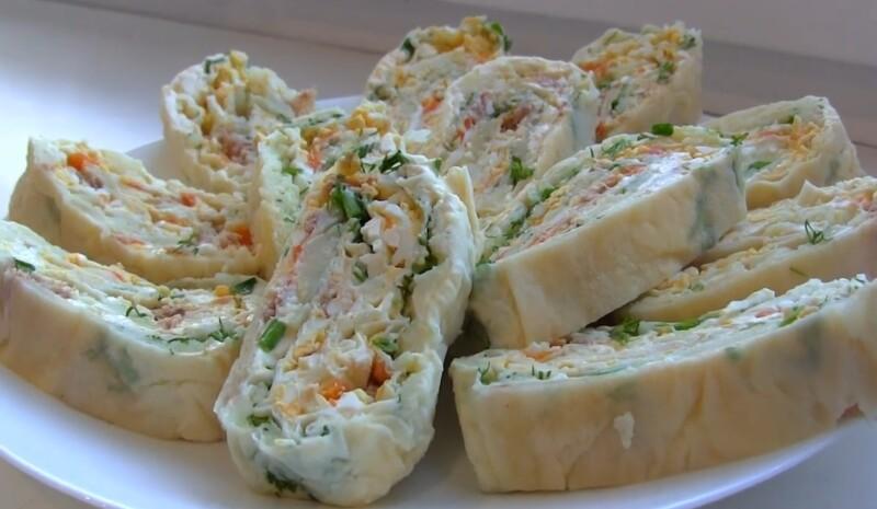 Салат Мимоза с рыбными консервами в лаваше с плавленым сыром