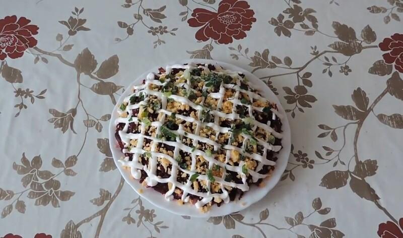 Салат Мимоза со скумбрией и свеклой по классическому рецепту