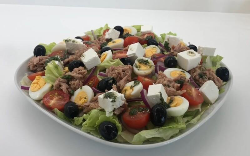 Вкусный и простой салат на Новый год с консервированным тунцом